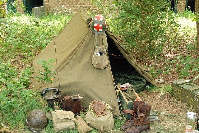 vojenský stan