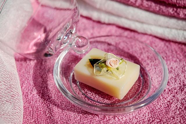 přírodní mýdlo s kytičkami