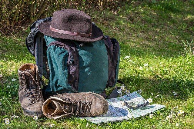 batoh a boty na turistiku