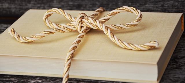 zavázená kniha zlatým provazem