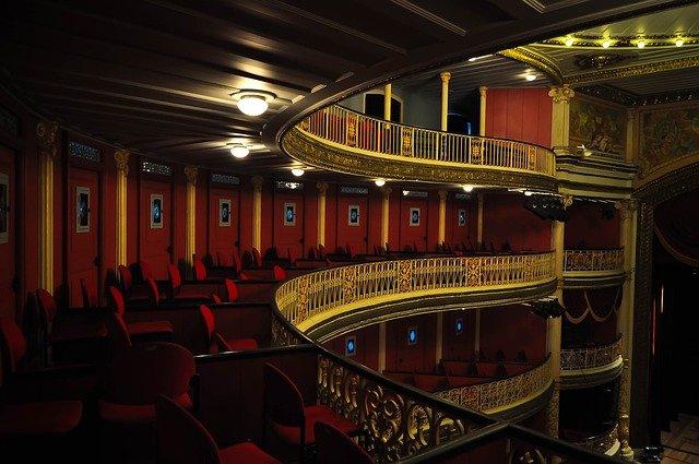 pohled na hlediště divadla