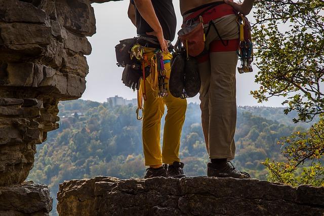 horolezci na skále