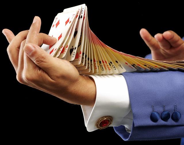 karetní trik na ruce