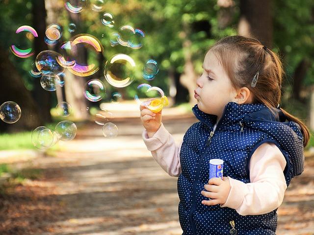 mýdlové bubliny od holčičky