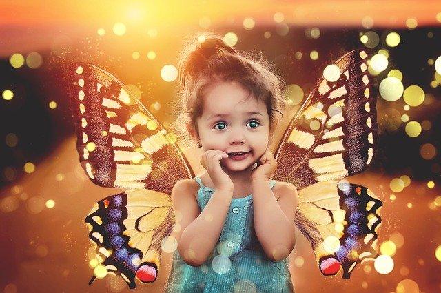 holčička motýlek
