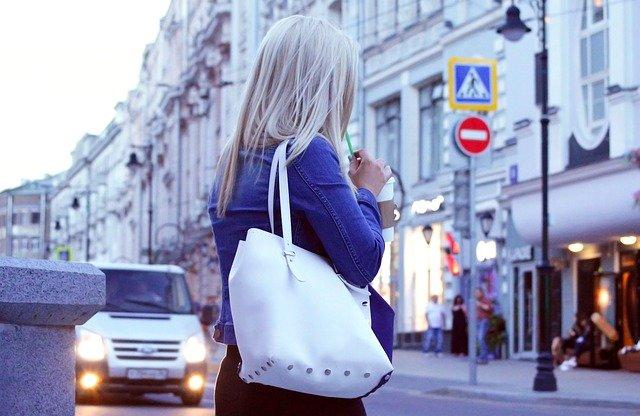 kabelka přes rameno – praktický průvodce na cestách