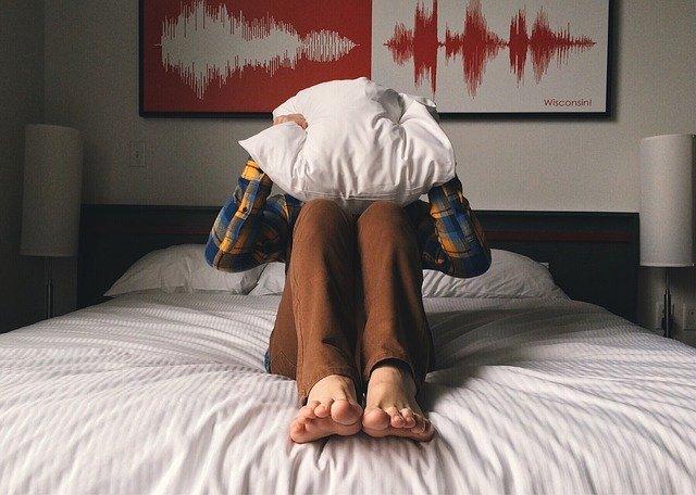 polštář na hlavě