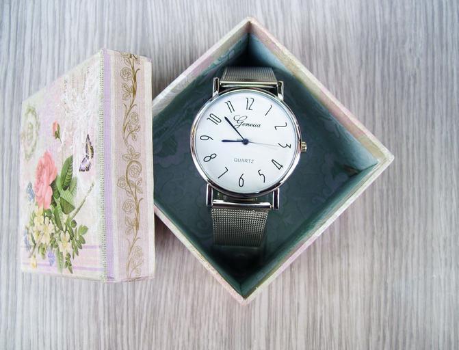 hodinky v krabičce
