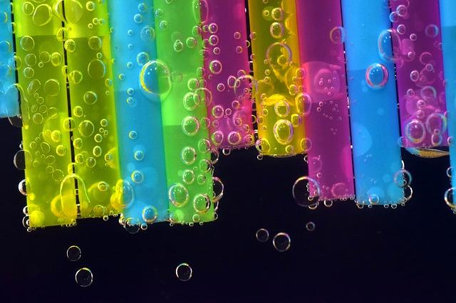 bublinky na brčkách