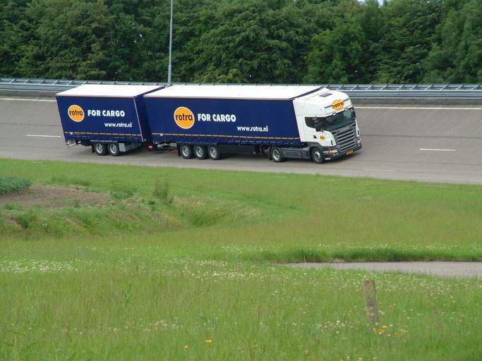 jedoucí kamion