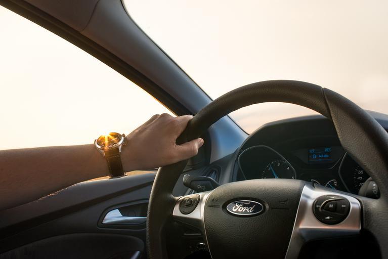 ruka na volantu.jpg