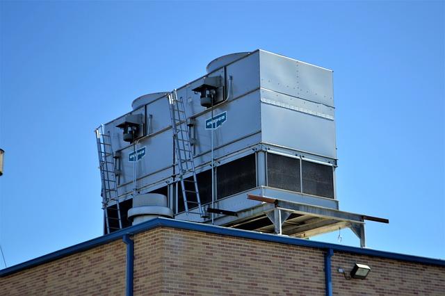 klimatizace na vrcholu budovy.jpg
