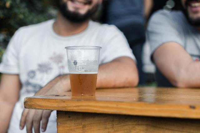 pivo na zápase nebo soutěži