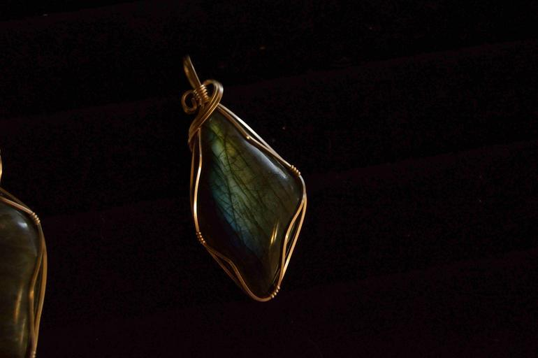 originálně zpracovaný přívěšek z kamene