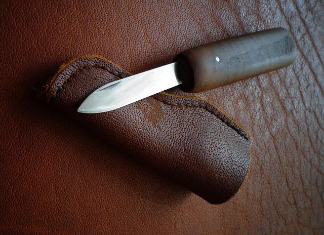 štíhlý armádní nůž