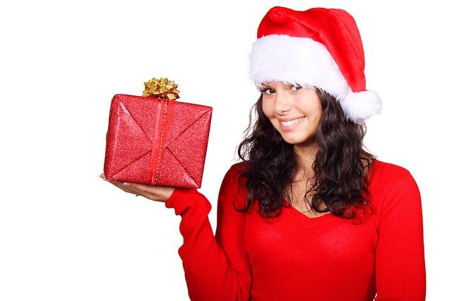 žena s dárkem