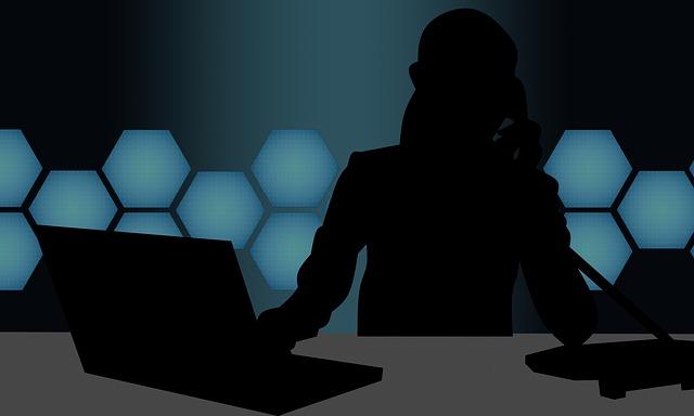 silueta u počítače